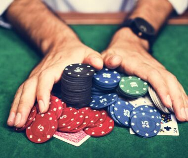 Play games in the slot machines to enjoy the advantages of online casinos